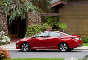 2011-2012 Hyundai Sonata Hybrid Recalled For Seat Belt Flaw; Hyundai Balks