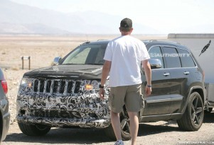 2012 Jeep Grand Cherokee SRT8 spy shots