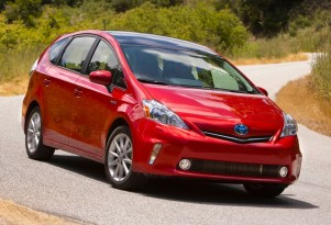 2012 Toyota Prius V Video Road Test