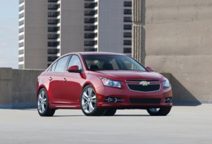 2013 Chevrolet Cruze Gets Safer, Keeps Your Hands On The Wheel