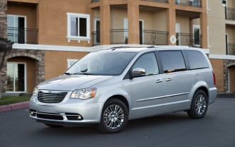 2013 Chrysler Town & Country, Dodge Grand Caravan Recalled For Airbag Software Issue