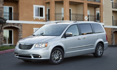2013 Chrysler Town & Country Photos