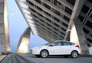 After Price Cut, Will More Choose 2014 Focus Electric Over C-Max Energi?