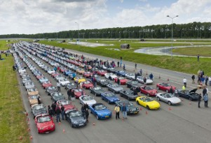 Gathering of Mazda MX-5 Miatas sets new world record