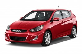 2013 Hyundai Accent 5dr HB Auto SE Angular Front Exterior View