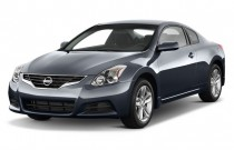 2013 Nissan Altima 2-door Coupe I4 2.5 S Angular Front Exterior View