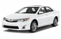 2013 Toyota Camry 4-door Sedan I4 Auto XLE (Natl) Angular Front Exterior View