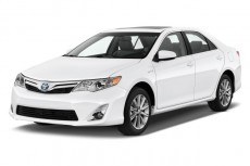 2013 Toyota Camry Hybrid 4-door Sedan XLE (Natl) Angular Front Exterior View