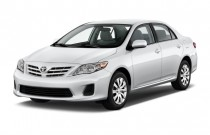 2013 Toyota Corolla 4-door Sedan Auto LE (Natl) Angular Front Exterior View