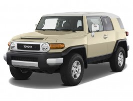 2013 Toyota FJ Cruiser 4WD 4-door Auto (Natl) Angular Front Exterior View