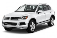 2013 Volkswagen Touareg 4-door TDI Lux Angular Front Exterior View