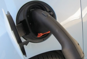 GM, BMW Complete Testing Of New CCS Quick-Charging Stations For Electric Cars