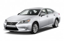 2014 Lexus ES 350 4-door Sedan Angular Front Exterior View