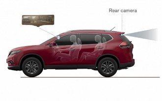 2014 Nissan Rogue Moves Forward in Reverse With Smart Rearview Mirror