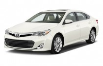 2014 Toyota Avalon 4-door Sedan XLE (Natl) Angular Front Exterior View