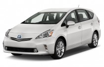2014 Toyota Prius V 5dr Wagon Five (Natl) Angular Front Exterior View