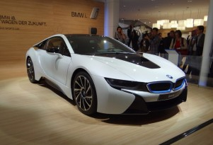 2015 BMW i8 Plug-In Hybrid Sports Coupe: Guided Video Tour