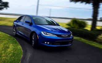 Chrysler 200 vs. Toyota Camry: Compare Cars