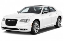 2015 Chrysler 300 4-door Sedan 300C RWD Angular Front Exterior View