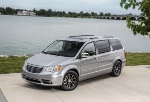 New Chrysler Minivan Might Get Electric All-Wheel Drive: CEO