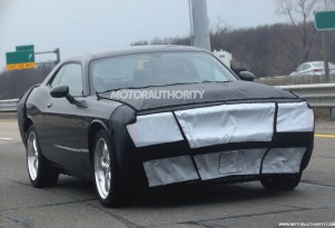 2015 Dodge Challenger facelift spy shots