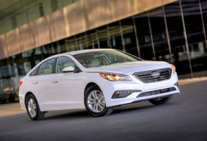 Hyundai Sonata Hybrid Carries Over, Eco Gets 32 MPG--But Where's That Plug-In?