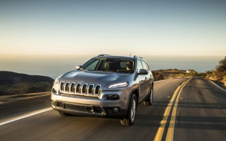 2015 Jeep Cherokee Investigated For Engine Fire Captured On Film: Video
