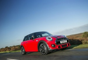 2015 MINI Cooper S Hardtop equipped with new Sport Pack (European-spec)