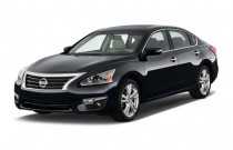 2015 Nissan Altima 4-door Sedan I4 2.5 SL Angular Front Exterior View