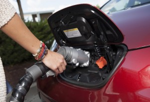 Electric-Car Mandates: Can't Meet 'Em, Makers Say, While Buyers 'Shrug' At Efficiency