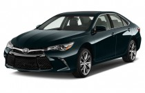 2015 Toyota Camry 4-door Sedan I4 Auto SE (Natl) Angular Front Exterior View