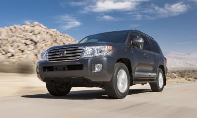 2015 Toyota Land Cruiser Photos