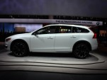 2015 Volvo V60 Cross Country  -  2014 Los Angeles Auto Show live photos