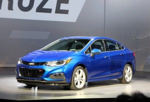 2016 Chevrolet Cruze Sedan Unveiled; 40-MPG Highway Rating Promised
