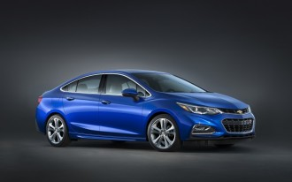 2017 Chevrolet Cruze vs. 2017 Toyota Corolla: Compare Cars