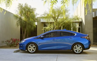 EPA Rates 2016 Chevrolet Volt Plug-In Hybrid: 42 MPG, 53 Miles Of Electric Range