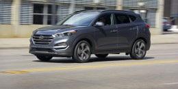Hyundai updates '17 Tucson with Apple CarPlay, Android Auto, upgraded interior