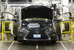 2016 Lexus ES production in Georgetown, Kentucky