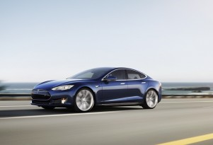 Norwegian Drivers Set New Tesla Model S Distance Record: 450 Miles (Video)