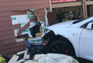 Tesla refutes owner claims of Model X 'sudden acceleration' before crash