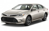 2016 Toyota Avalon 4-door Sedan XLE (Natl) Angular Front Exterior View