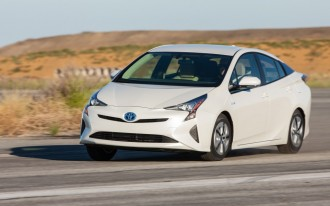 2016 Toyota Prius: Lower Price, Higher MPG Adds Up To Even Better Value