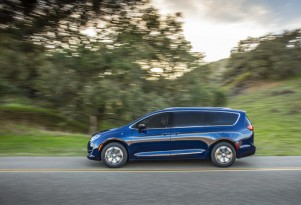 Chrysler Pacifica Hybrid: full production to start today for plug-in minivan