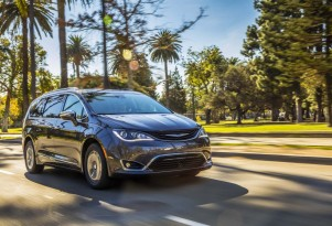2017 Chrysler Pacifica Hybrid plug-in minivan recalled for faulty diode (updated)