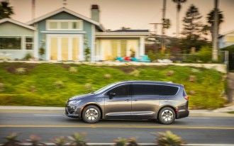 Woes mounting for recalled 2017 Chrysler Pacifica Hybrid minivan