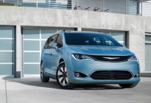 Pacifica Hybrid electric ratings, EPA emission rules, Tesla stores, Trump team: The Week in Reverse