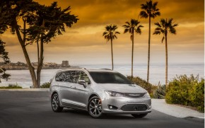 IIHS calls 2017 Chrysler Pacifica minivan Top Safety Pick+