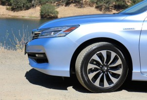 2017 Honda Accord Hybrid preview (updated)