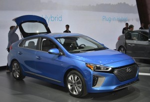 2017 Hyundai Ioniq debuts in NY: 110-mile Electric range, 25-plus for Plug-In: Live photos