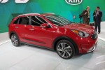 2017 Kia Niro Hybrid Revealed, Promises 50 MPG Combined: Live Photso & Video